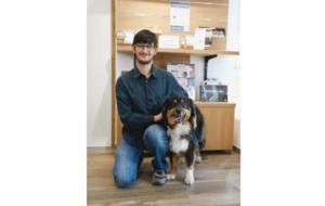"""Un """"chien écouteur"""" remis à un jeune sourd grâce au mécénat Audio 2000"""
