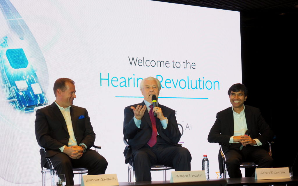 Sawalich, Austin et Bhowmik au lancement Livio AI