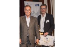 Le trophée du meilleur franchisé attribué à Yann Bouchet (Alain Afflelou Acousticien)