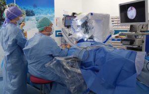 Une équipe du CHRU de Brest réussit une double implantation à l'aide de Robotol