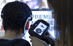Des empreintes d'oreille à la Fnac pour des écouteurs intras sur mesure