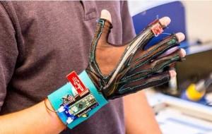 Des gants connectés pour transcrire la langue des signes